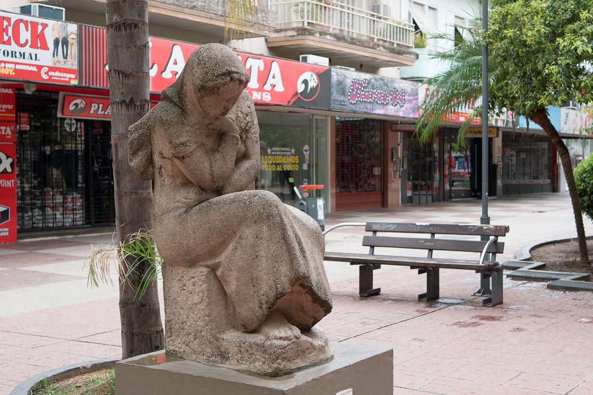 Resistencia chaco argentina escultura mujer del exodo soledad