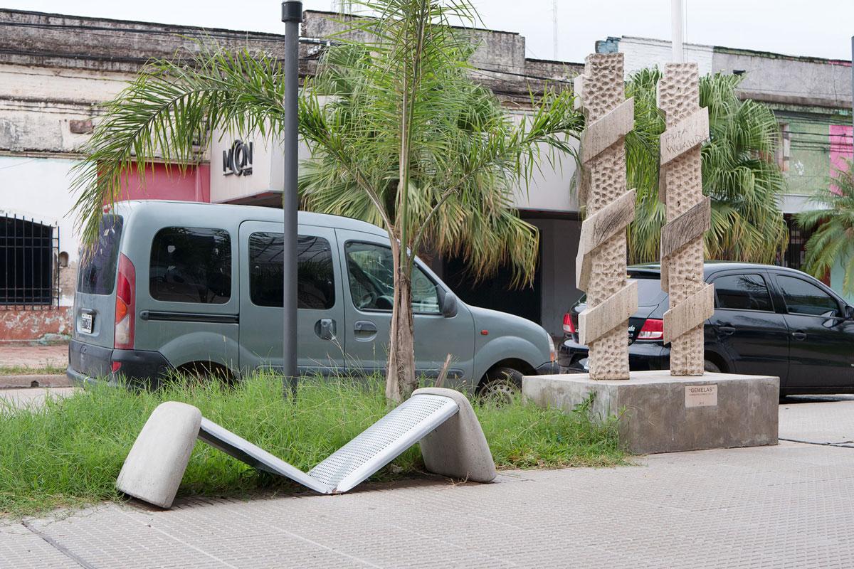 Resistencia chaco argentina escultura gemelas banco