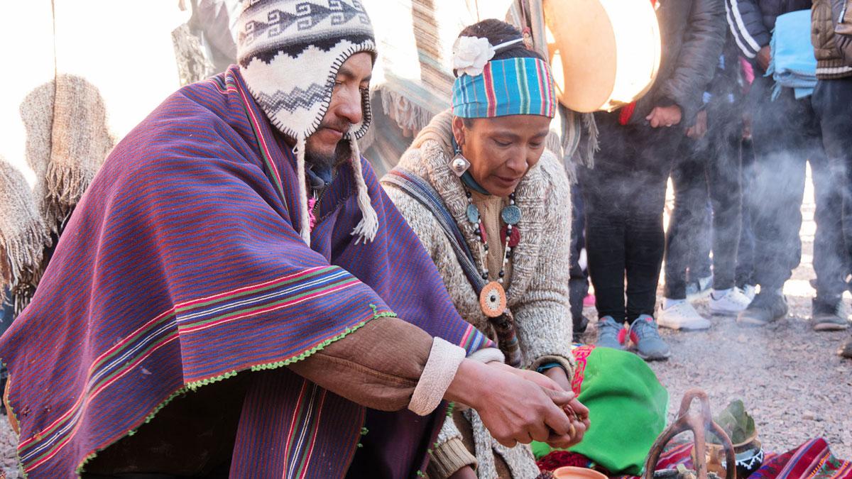 Inti Raymi Huacalera Natifs offrant nourriture