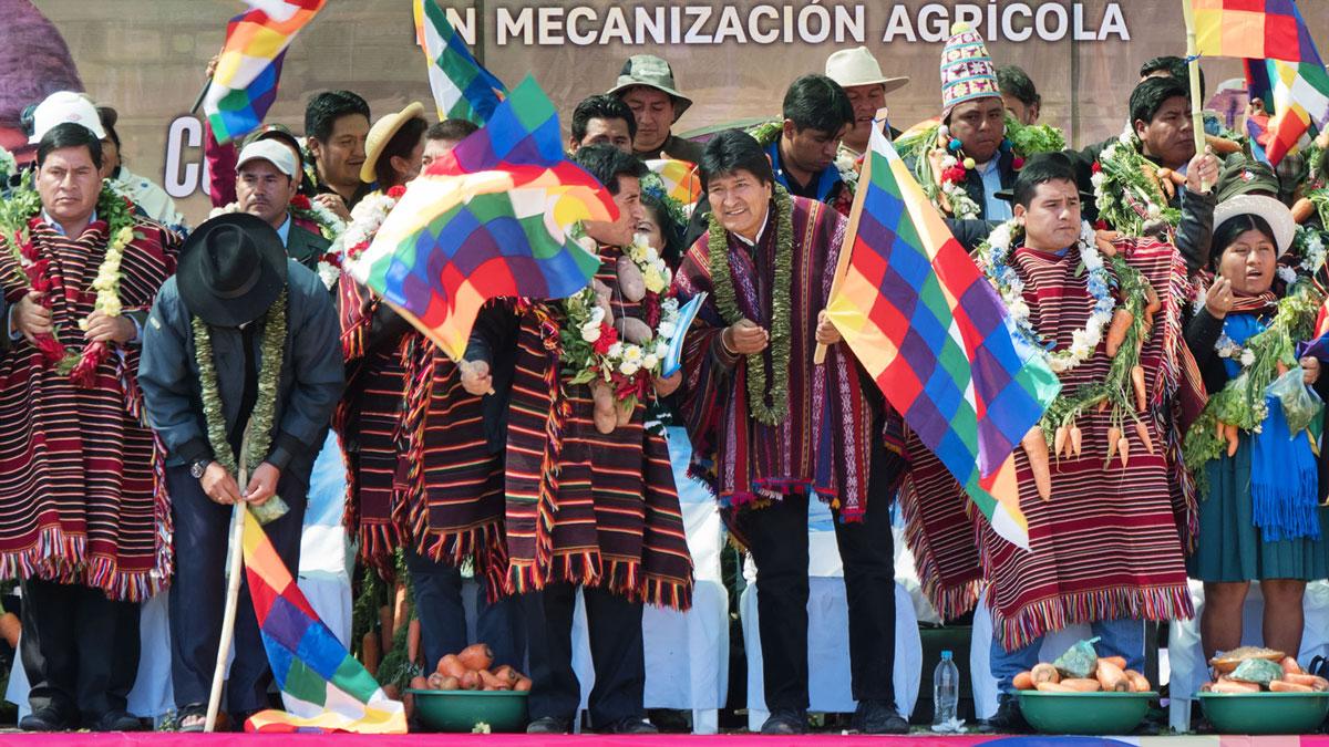 Bolivie Tarabuco dia revolución agraria evo morales whipala