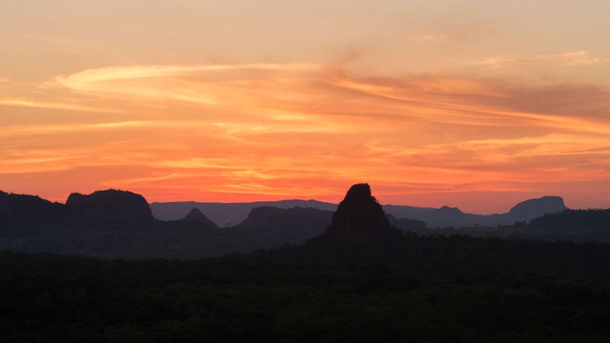 Paraguay Cordillère de l'Amambay mirador cerro muralla couher soleil