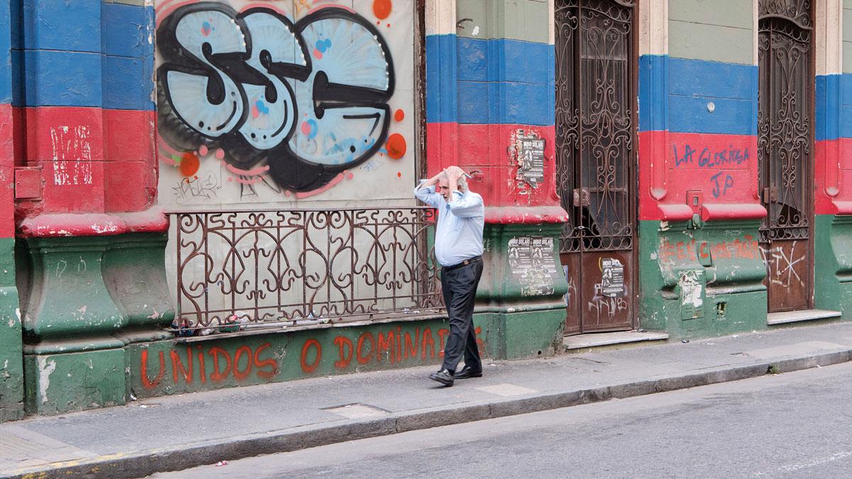 Argentine Tucuman Street Photography Homme peigne