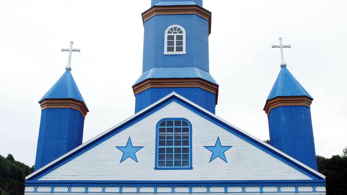 Chiloé couleurs Fronton église Tenaún